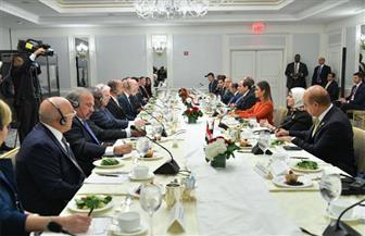 تفاصيل مشاركة الرئيس السيسي بعشاء عمل نظمه أعضاء مركز الأعمال للتفاهم الدولي الأمريكي |صور