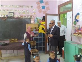 وكيل تعليم الأقصر يتفقد مدارس القرنة ويوجه باستغلال القاعات الفارغة لفتح رياض أطفال | صور