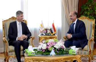وزير الطيران المدني يلتقي سفير قبرص بالقاهرة لبحث أوجه التعاون