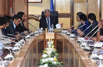 """محافظ أسوان يلتقي بمسئولي شركات الطاقة الشمسية في """"بنبان"""""""