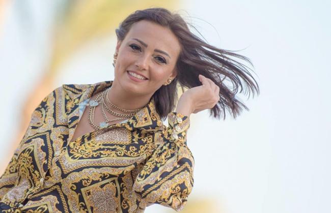 بشرى ترقص في حفل عمرو دياب على أحدث أغانيه  متغير    فيديو -