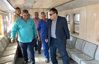 رئيس هيئة السكة الحديد يكافئ خفير مزلقان أثناء جولته المفاجئة بالمنطقة الجنوبية | صور
