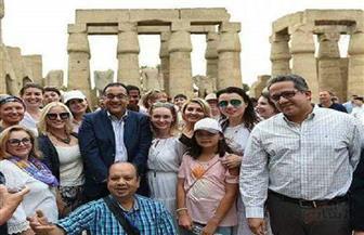"""رئيس الوزراء للسائحين بمعبد الأقصر: """"نسعد بوجودكم في مصر"""""""
