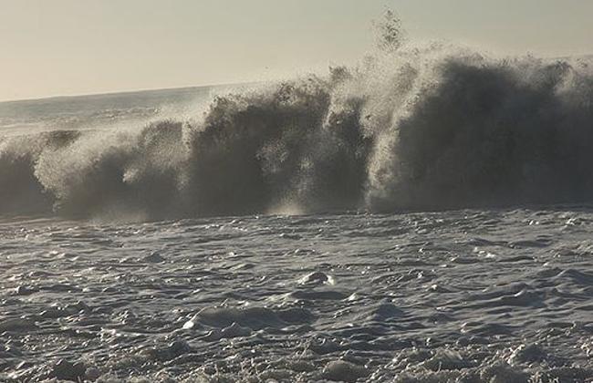 موجات تسونامي تضرب مدينة صغيرة في إندونيسيا بعد زلزال -