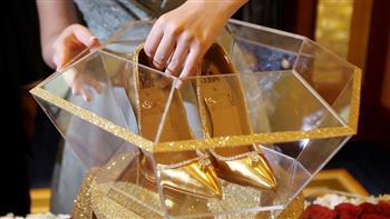 حذاء من الذهب والحرير للبيع في دبي بـ17 مليون دولار