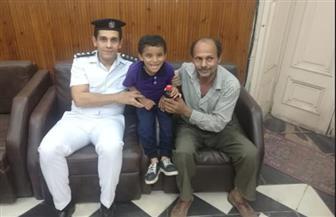 قسم شرطة قصر النيل يعيد طفلا متغيبا لأسرته   صور