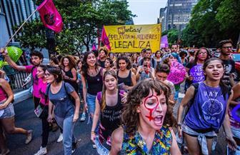 نساء في أنحاء البرازيل يخرجن في احتجاجات ضد مرشح رئاسي يميني