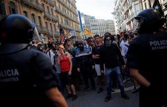 الشرطة الإسبانية تشتبك مع نشطاء كتالونيين قبيل ذكرى استفتاء الاستقلال