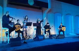 أدريانا برونى وعلى خطاب يشعلان المسرح المكشوف بموسيقى أندلسية نابولية | صور