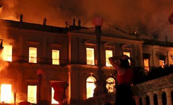 حريق هائل في المتحف الوطني بالبرازيل وبداخله 20 مليون قطعة أثرية  صور