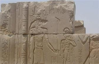 الآثار تنجح في إعادة قطعة أثرية إلى موضعها الأصلي في معبد كوم أمبو  صور