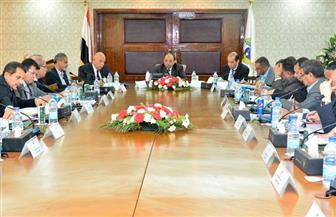 وزير التنمية المحلية يطالب بسرعة حصر المشروعات المتعثرة خلال 48 ساعة