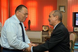 محافظ الشرقية يستقبل السكرتير العام  ورئيسي مدينتي أبو كبير والحسينية بمكتبه