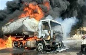 """السيطرة على حريق بسيارة نقل """"فنطاس"""" محملة بمواد بترولية بطريق أسيوط الصحراوي"""