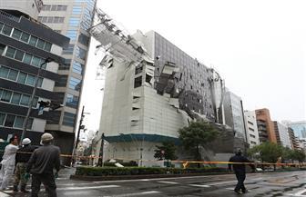 إعصار يقتل 9 على الأقل باليابان ونقل سياح بالقوارب من مطار غمرته المياه