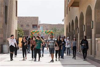 الجامعة الأمريكية بالقاهرة تستقبل الطلاب الجدد | صور