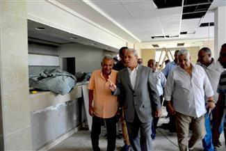 محافظ الأقصر يتفقد مستشفى إسنا ومكتب بريد الحلة ومركز تحيا مصر | صور