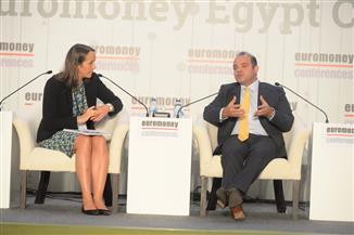 رئيس البورصة يطالب بزيادة استثمارات المعاشات وشركات التأمينات بسوق المال