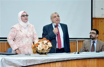نائب رئيس جامعة طنطا يشارك في اللقاء التعريفي للطلاب الجدد بكلية الصيدلة | صور
