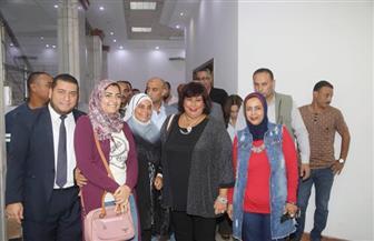 """وزيرة الثقافة تشهد عرض """"أبوكبسولة"""" خلال زيارتها الإسكندرية"""