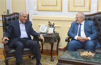مشاورات بين رئيس جامعة القاهرة ومحافظ الجيزة حول تطوير محور المنصورية |صور
