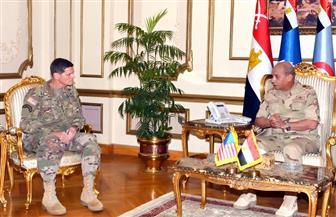 قائد المنطقة المركزية الأمريكية يشيد بالنجاحات التي حققها الجيش في تحقيق الأمن ومكافحة الإرهاب