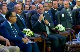 """الرئيس السيسي يفتتح عددا من مشروعات الطرق عبر """"الفيديو كونفراس"""""""
