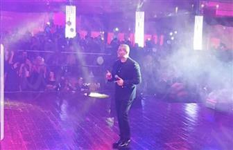 عمرو دياب يشعل حفلات الكريسماس بشرم الشيخ | صور