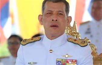 ملك تايلاند المتوج حديثا يخرج في موكب لتحية الشعب