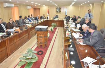محافظ أسيوط يلتقي أعضاء مجلس النواب لمناقشة إنشاء مدارس جديدة | صور