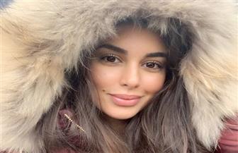 """ياسمين صبري تهزم برد الشتاء """"بفرو"""""""