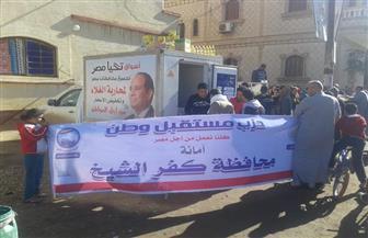 منافذ متحركة لبيع السلع الغذائية بأسعار مخفضة في كفر الشيخ | صور