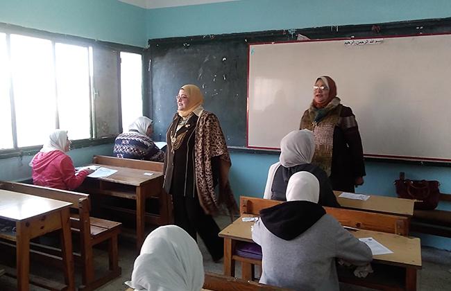 وكيل وزارة التربية والتعليم بكفر الشيخ تتفقد لجان امتحانات الصف الأول الثانوي   صور
