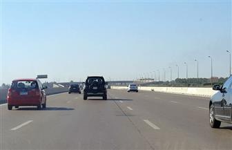 """عودة حركة المرور لطبيعتها بـ""""إسكندرية الصحراوي"""" بعد رفع آثار حادث انقلاب سيارة نقل"""