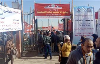 انطلاق فعاليات الملتقى التوظيفي الأول بمحافظة أسيوط وتوافد آلاف من الشباب | صور