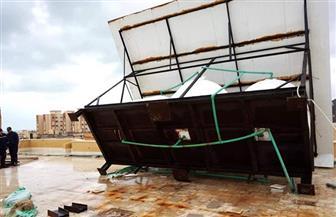 الرياح تسقط 3 خزانات مياه بوزن 9 أطنان من أعلى قصر ثقافة بالإسكندرية| صور