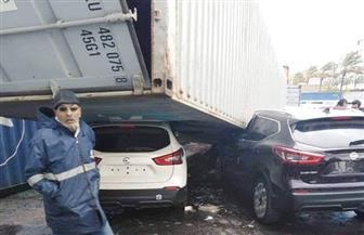 بسبب العواصف.. تحطم 4 سيارات سقطت عليها حاوية بميناء الإسكندرية| صور