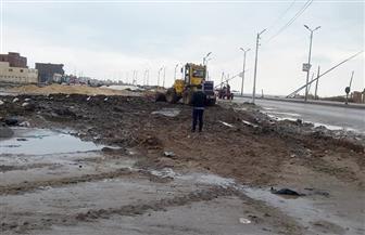 رياح شديدة وأمطار غزيرة بكفرالشيخ تسقط برجا كهربائيا وتمنع الصيد | صور