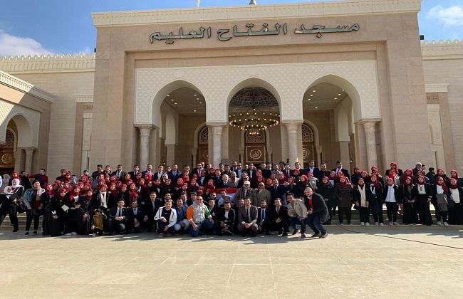 الخشت  وطلاب جامعة القاهرة يؤدون صلاة الجمعة بمسجد الفتاح العليم  صور -