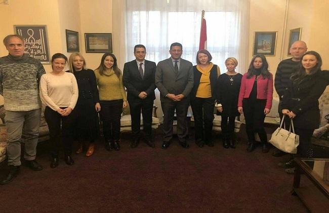 سفير مصر في بلجراد يطلع وفدا إعلاميا صربيا على مؤشرات نمو السياحة بمصر   صور -