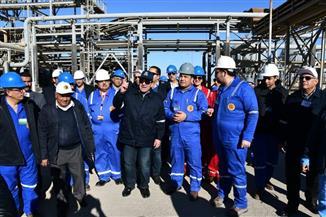 وزير البترول في رأس شقير بخليج السويس لمتابعة العمل بمواقع الإنتاج| صور
