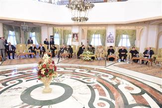 قيادات الإسكندرية يلتقون البابا تواضروس للتهنئة بعيد الغطاس |صور