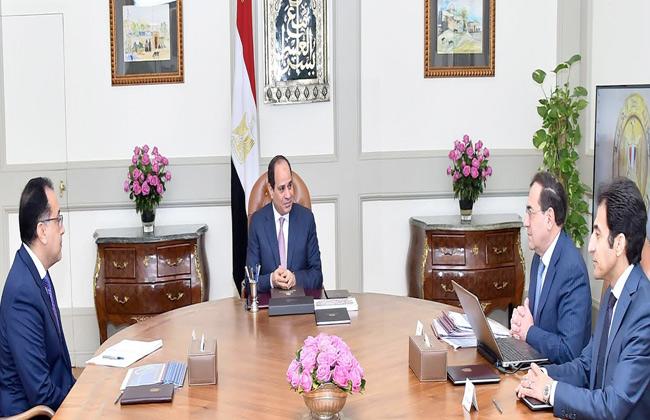الرئيس السيسي يجتمع مع رئيس الحكومة والملا لمتابعة عدد من المشروعات في قطاع البترول -