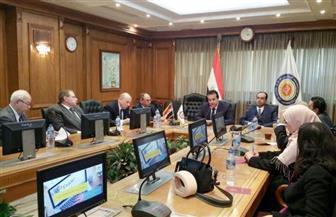 وزير التعليم العالي يلتقي لجنة متابعة تطبيق الاختبارات الإلكترونية في الجامعات