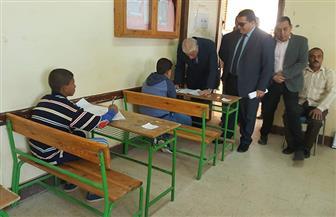 محافظ جنوب سيناء يتابع امتحانات الإعدادية خلال جولته في أبورديس وزنيمة| صور