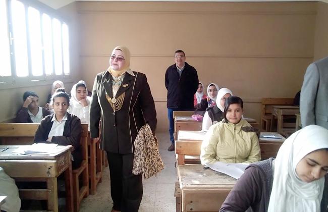 طلاب  أولى ثانوي  بكفرالشيخ يؤدون امتحان الفلسفة.. والإعدادية  دراسات اجتماعية  -