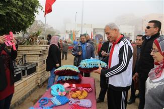 محافظ المنوفية يتفقد معرض الطلائع للمشغولات اليدوية بالإستاد الرياضي بشبين الكوم | صور