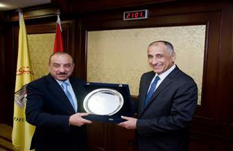طارق عامر يكرم بنك التنمية الصناعية لتمويله أول بورصة للخضر والفاكهة في مصر