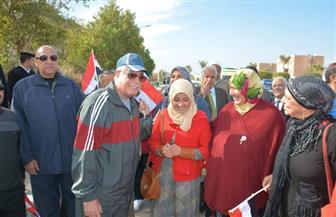 محافظ جنوب سيناء يشارك في ماراثون المشى احتفالا بعيد الشرطة | صور
