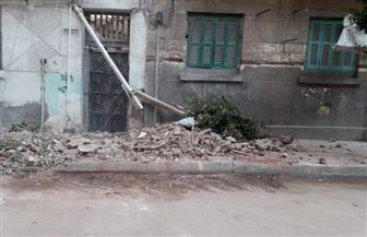 انهيار أجزاء من عقار قديم وسط الإسكندرية | صور